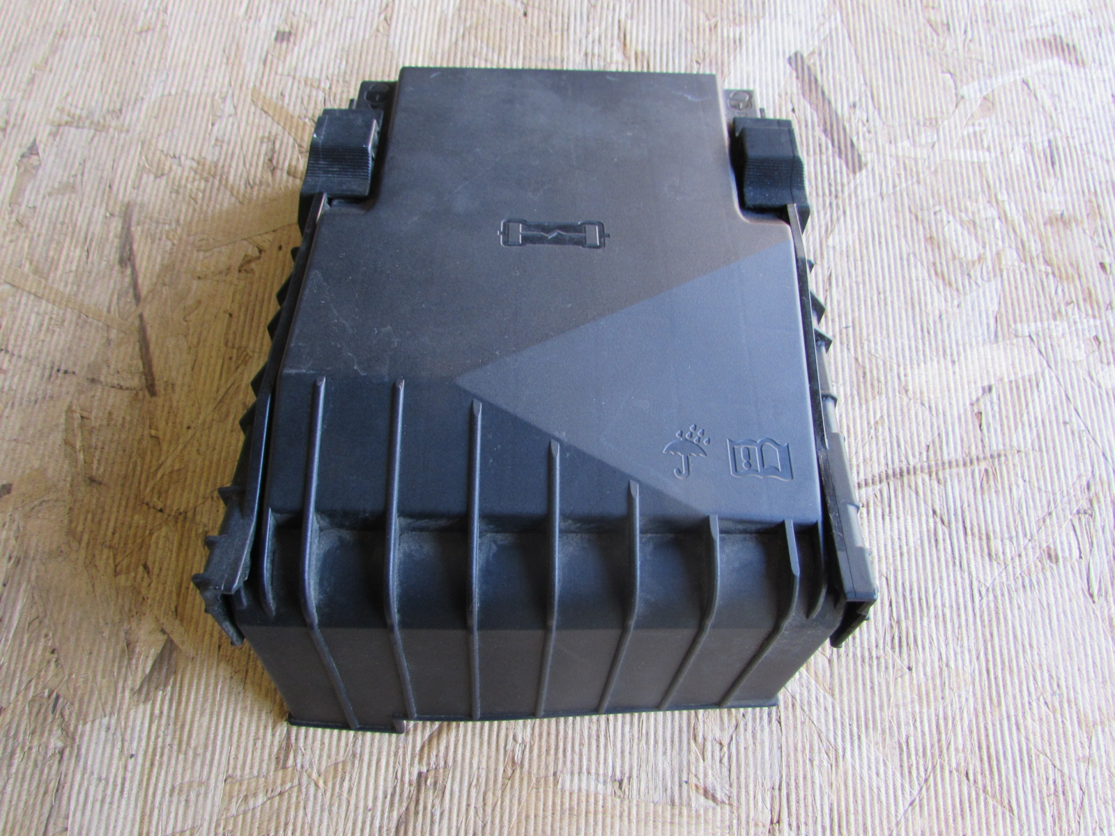 audi tt mk2 8j oem fuse relay box cover 1k0937132f. Black Bedroom Furniture Sets. Home Design Ideas
