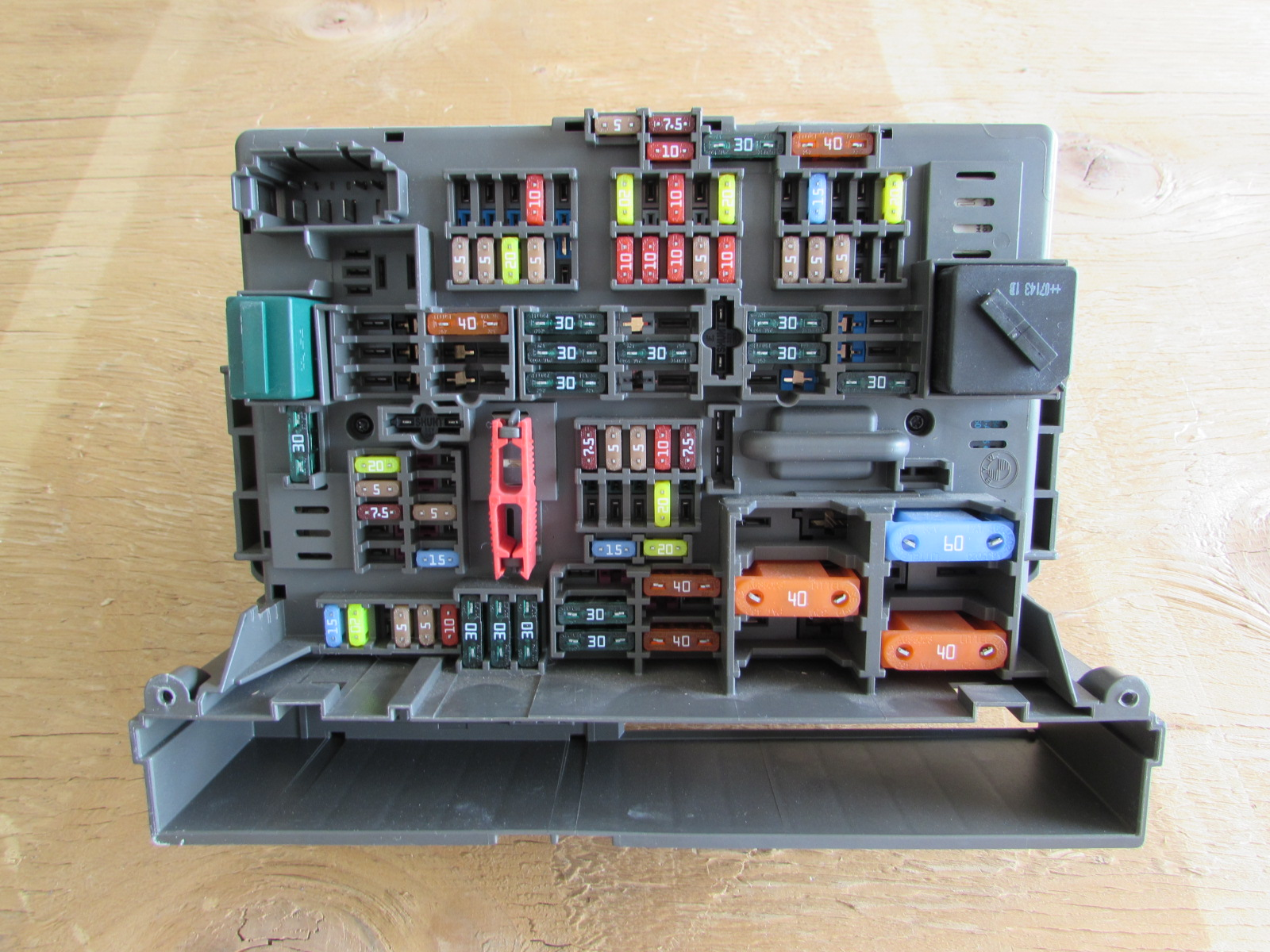 Bmw fuse box power distribution front e