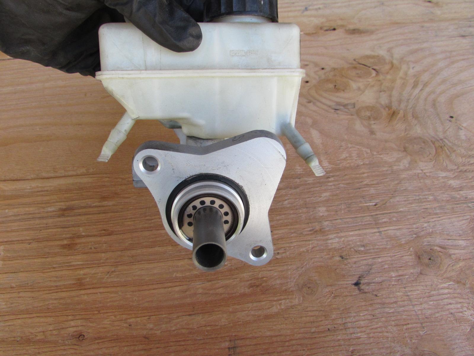 mercedes brake master cylinder w reservoir c clk sl slk class 0054309801 hermes auto parts. Black Bedroom Furniture Sets. Home Design Ideas