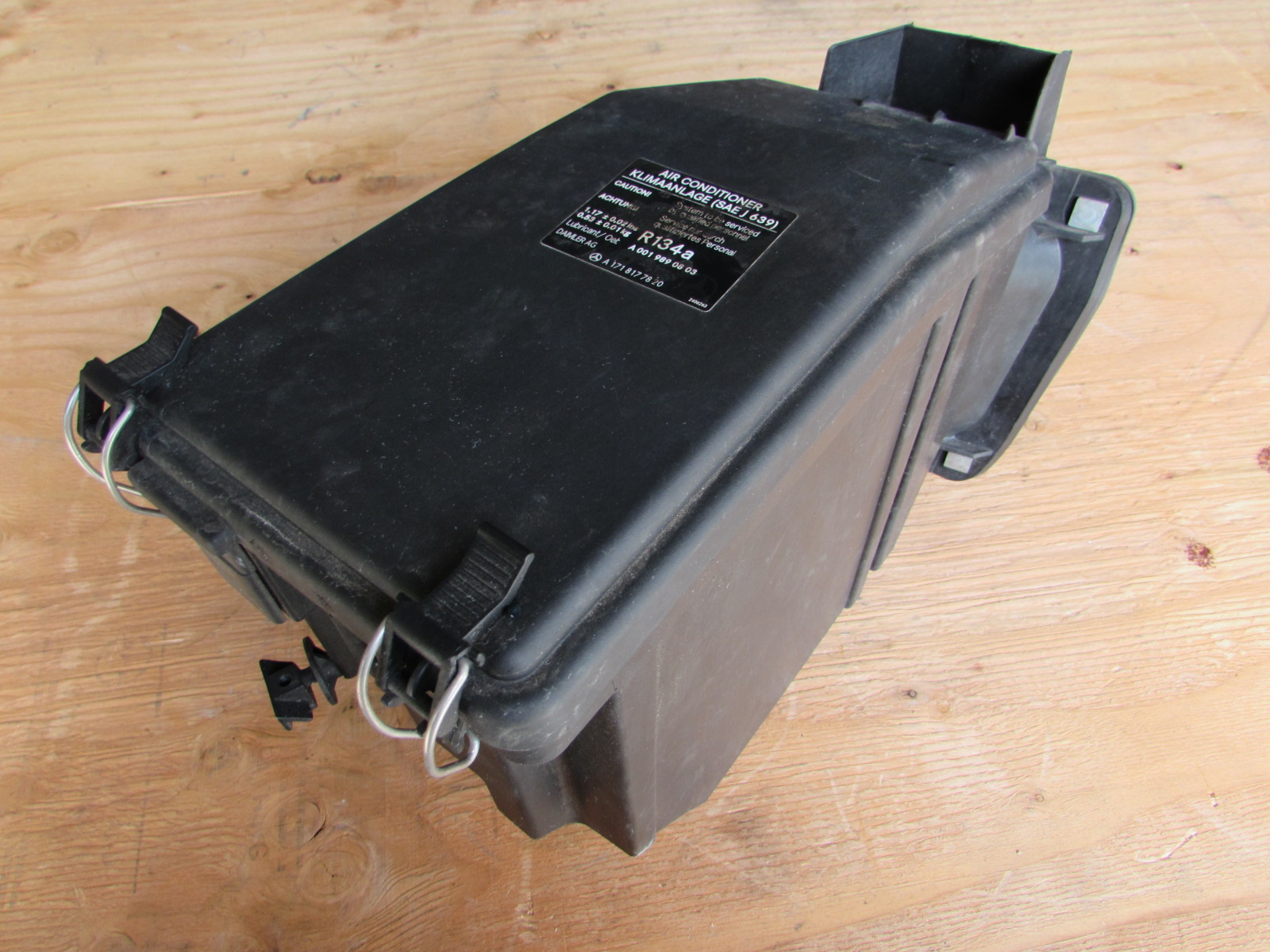 mercedes r171 fuse box cover lid and instrument housing ... 03 ford escape fuse box lid car fuse box lid