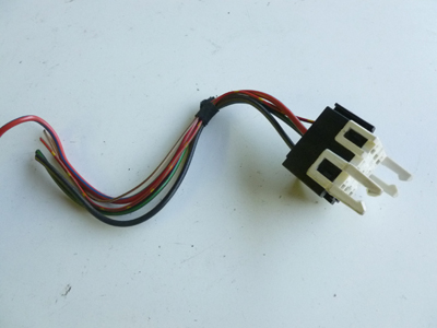 1997 BMW 528i E39 - White Relay Holder Connector w/ Pigtail 1389113