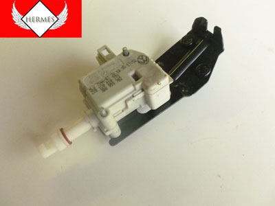 2000 Audi TT Mk1 / 8N - Fuel Filler Door Solenoid Actuator Position Motor 3B0959782