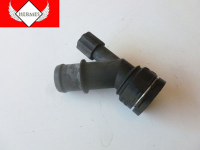 2000 Audi TT Mk1 / 8N - Lower Radiator Hose Connector Plug 1J0121619A