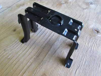 audi oem a4 b8 spare wheel tire rim mounting bracket. Black Bedroom Furniture Sets. Home Design Ideas