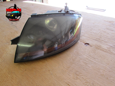 Audi TT Mk1 8N Headlight Xenon Damaged Mount Tabs, Left 8N0941003AF