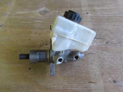 bmw brake master cylinder w reservoir expansion tank. Black Bedroom Furniture Sets. Home Design Ideas