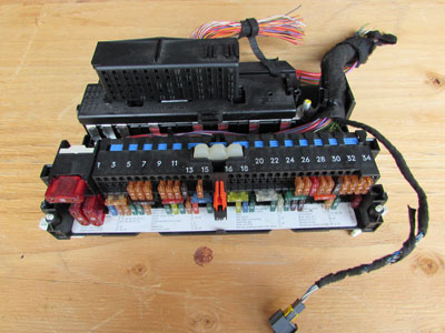 Bmw I Fuse Box Located On on