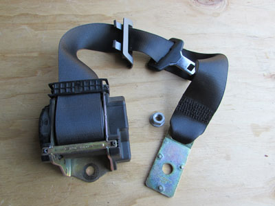 BMW Seat Belt, Rear Center 72117037847 E65 E66 745i 745Li 750i 750Li 760i 760Li