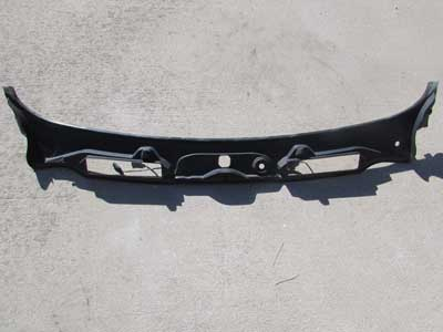 BMW Windshield Wiper Cowle Cover 51717180743 E90 E91 323i 325i 328i 330i 335i M3 Sedan Wagon