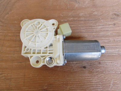 Mercedes R171 Door Window Motor, Right SLK280 SLK300 SLK350 SLK55 CL SL Class A1718201442