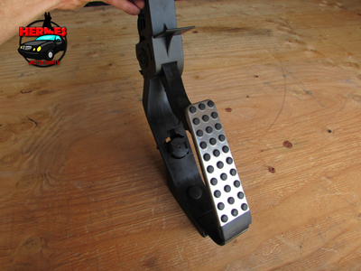 Mercedes R171 W209 Gas Throttle Pedal Assembly A2113001604 SLK280 SLK300 SLK350 SLK55 CLK320 CLK350 CLK500